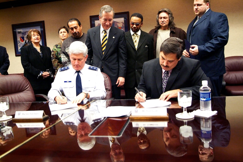 Maj. Gen. Tom Owen, Warner Robins Air Logistics Center commander, and Tom Scott, Union president, sign agreements Jan. 25. U.S. Air Force photo by Tommie Horton