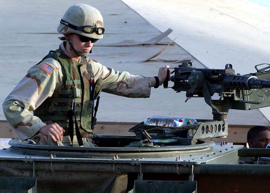 When She Isn T Pulling Duty On A 50 Caliber Machine Gun Army Reserve Sgt Lisa