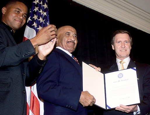 """WASHINGTON, D.C. -- Master Chief Petty Officer Carl Brashear (center), the Navy's first African-American diver, received an Outstanding Public Service Award in October 2000 from actor Cuba Gooding Jr. and then-Defense Secretary William Cohen for 42 years of combined military and federal civilian service. Mr. Gooding portrayed Master Chief Brashear in the 2000 film """"Men of Honor."""" (U.S. Air Force photo/Staff Sgt. Scott Ash)"""
