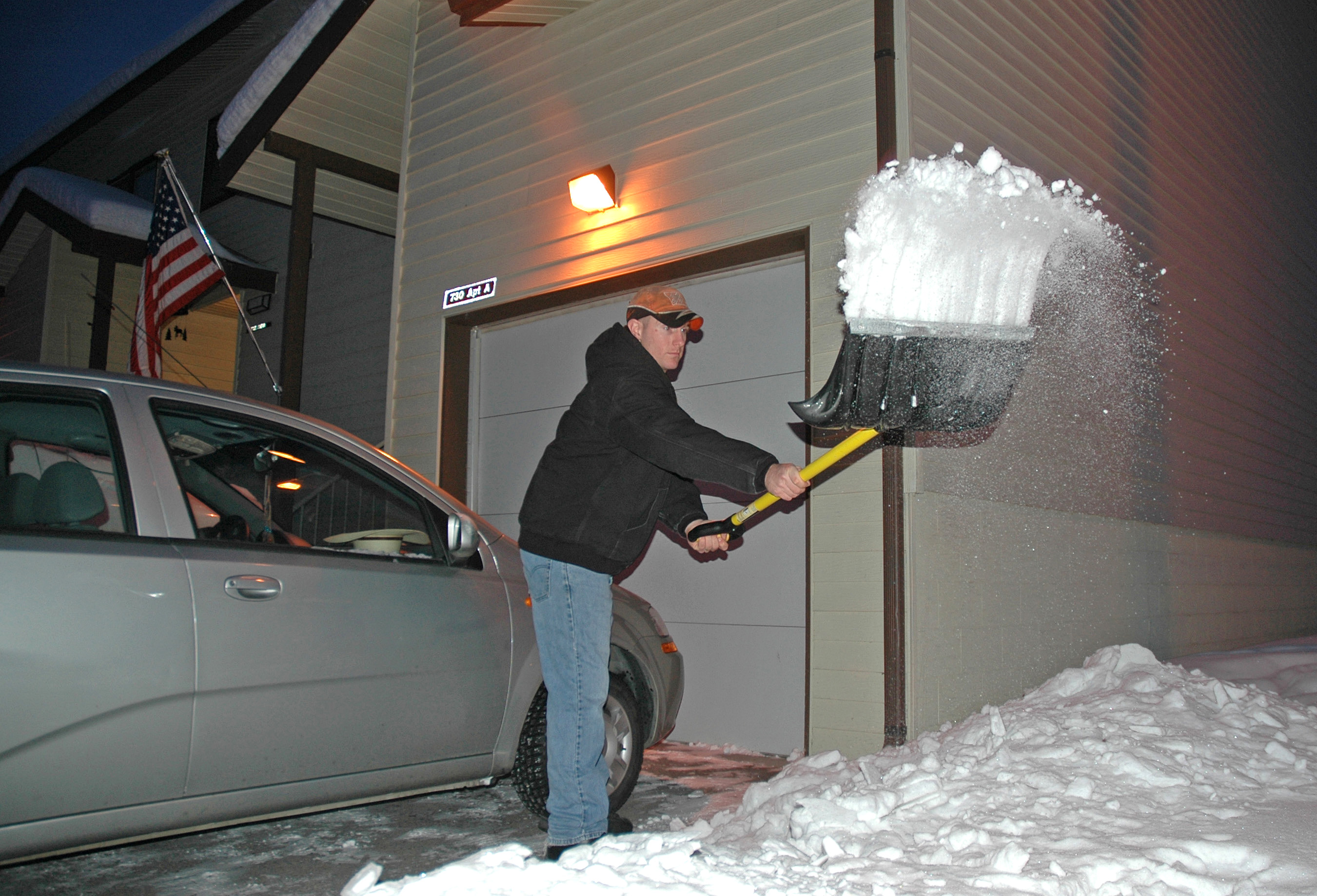 Best Snow Shovels for Cars