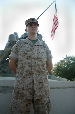 'Flags of Our Fathers' hits home with new Marine > Marine ...