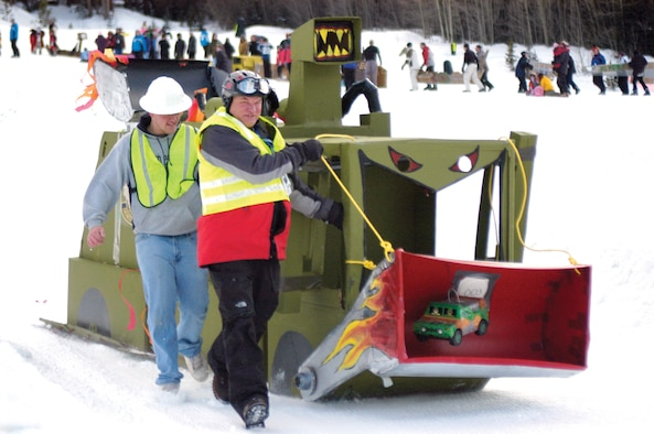 KEYSTONE, Colo. -- The 50th Civil Engineer Squadron's 'Snow Bull' entry glides down Discovery Slope during the SnoFest!!! 2007 Cardboard Derby Jan. 27. Teammates Bill Kivela, Bob Haux, Sarah Kivela, Shawn Haux and Airman 1st Class Natalie Pharr won Most Creative Design at an award presentation the evening of Jan. 27. (U.S. Air Force photo/Staff Sgt. Amanda Delisle)
