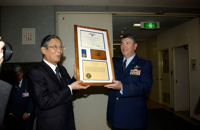 01/31/2007 -- MISAWA CITY, Japan -- Gen. Paul Hester, Pacific Air Forces commander presents the Air Force Exemplary Civilian Service award to Misawa City Mayor Shigeyoshi Suzuki. This is the first time a Japanese official has been presented with an Air Force level award. (U.S. Air Force photo by Senior Airman Robert Barnett)