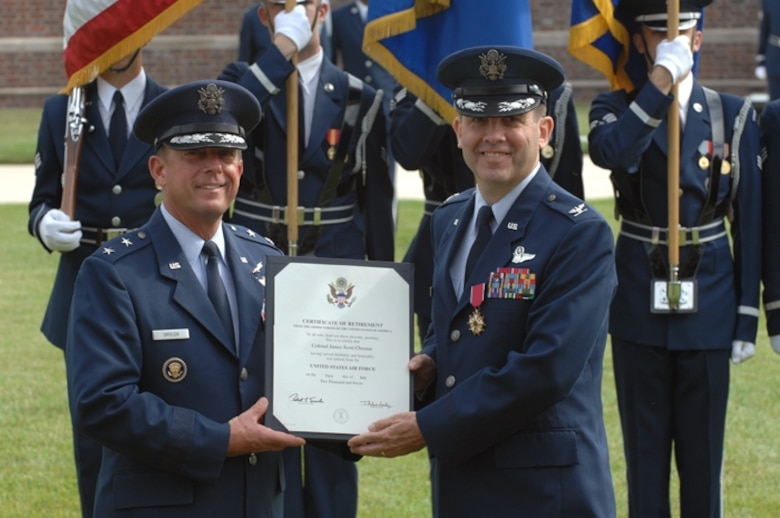 Air Force District of Washington Commanders (left to right) Maj. Gen. Smolen, AFDW Commander and Col. Chesnut, AFDW Vice Commander.  Col. Chesnut accepts an award during his retirement ceremony on June 15 at Bolling AFB, Washington D.C.  (U. S. Air Force photo by Airman 1st Class Timothy Chacon)