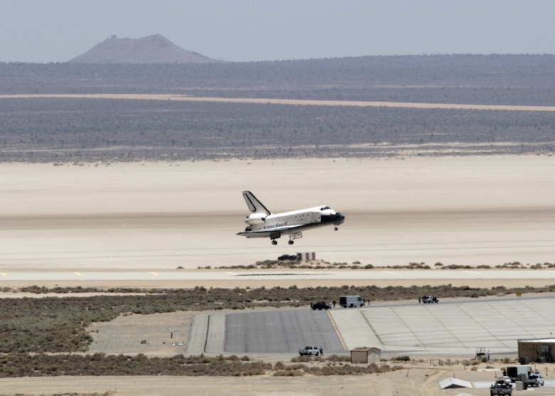 space shuttle landing at edwards air force base - photo #10