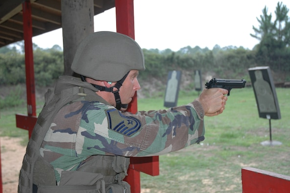 MSgt Dale Zmuda of AFSOC shoots an advanced combat course during the DAGRE training at Hurlburt Field, FL. (Photo by Major Scott Covode) (released)