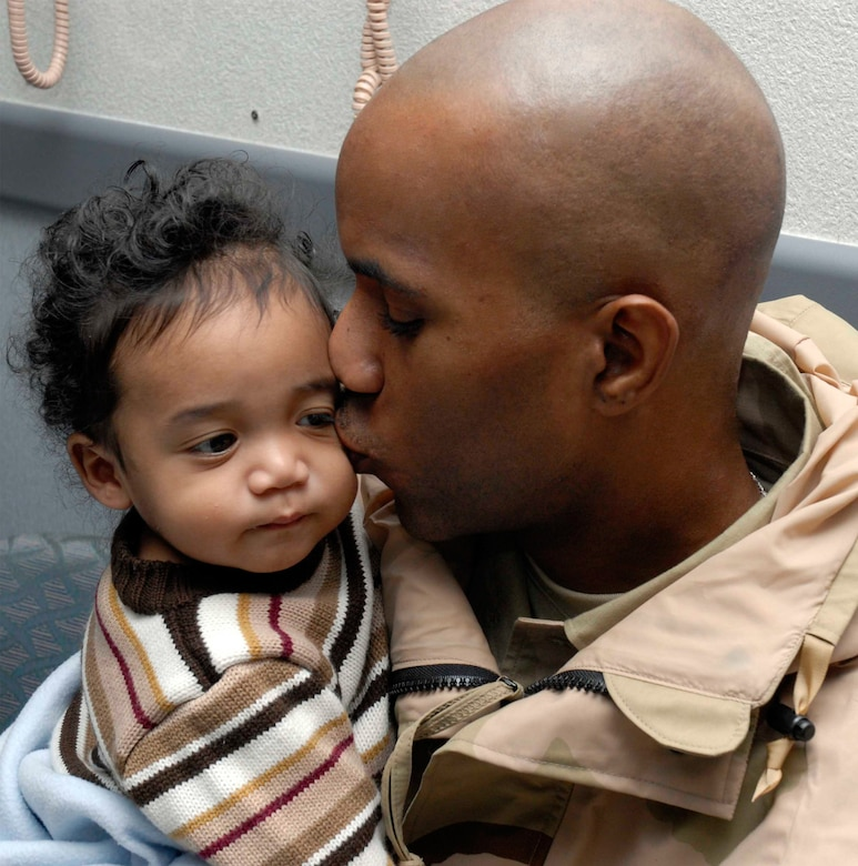 Can you join the airforce as a single parent