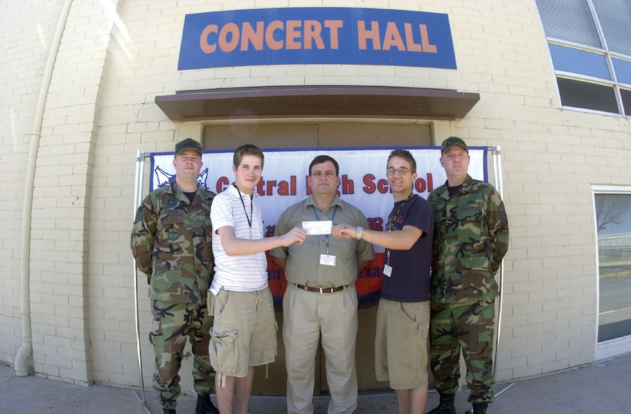 Staff Sgt. Jay Wingfield (left), NCO Association Ft. Concho Chapter president, and Master Sgt. Richard Jude (far right), Goodfellow Air Force Base 2007 Annual Awards Committee chair, stand with (center from left to right ) Central High School Sophomore Logan Mims, Keith Calls, CHS band director, and CHS senior Brian Melton outside the CHS Concert Hall Tuesday in San Angelo. The CHS students hold a $150 donation check from the NCO Association made to the CHS band for their jazz performance during the GAFB 2007 Annual Awards. CHS students Mims and Melton were two of the four students who played at the event. CHS seniors Matt Dane and Jerome Ibarra were not available for the photo. (U.S. Air Force photo by Airman 1st Class Luis Loza Gutierrez)