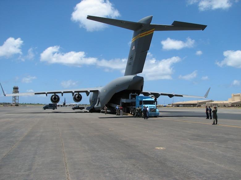 C-17 Back cargo upload