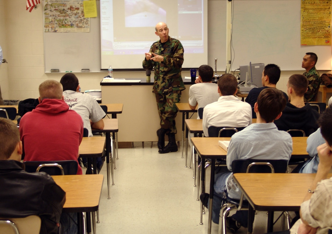 Col. Robert Shofner, 526th ICBM Systems Wing commander talks to students at Northridge High School about the science of ICMB missiles.