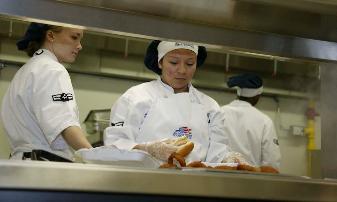 SHAW AIR FORCE BASE, S.C. -- Airmen 1st Class Heather Krump (left) and Edna Padilla, 20th Services Squadron food service specialists, prepare lunch May 1 in the new flight kitchen in the Chandler Deployment Processing Center. The flight kitchen is open 11 a.m. to 1 p.m. and 4:30 to 7 p.m. Monday through Friday.  It will not be open during the Phase II exercise in May. (U.S. Air Force photo/ Senior Airman Holly MacDonald)
