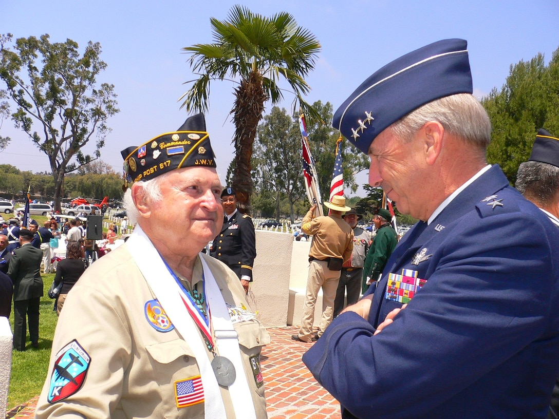 Lt. Gen. Michael Hamel, SMC Commander, chats with a WWII B-17 aircrew member at this year's Los Angeles National Cemetery's Memorial Day salute, May 28. The general was the keynote speaker at the event.