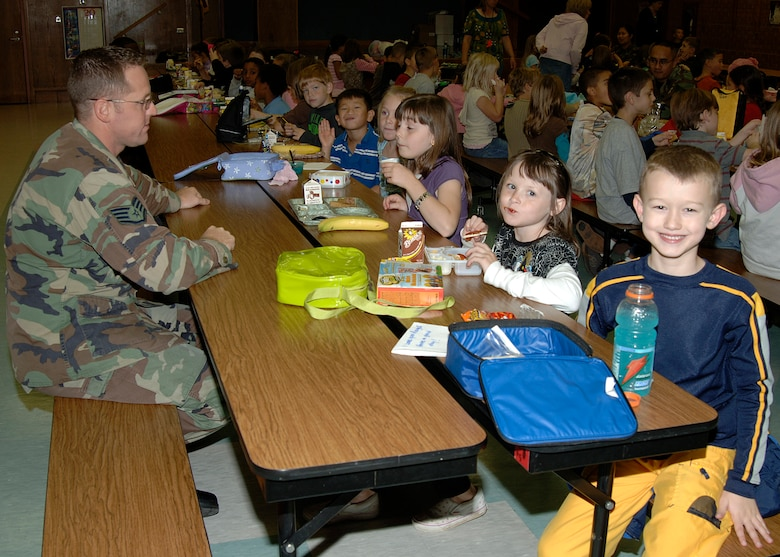 MCCONNELL AIR FORCE BASE, Kan. -- Staff Sergeant Matt Walters 22nd Aircraft Maintenance Squadron spends time with 2nd graders at Wineteer Elementary School for the Lunch Buddies program Oct. 25.  The Lunch Buddies program pairs a caring adult with an elementary student that needs a positive role model, McConnell Air Force Base personnel volunteer to participate in this program once a week.  (Photo by Airman 1st Class Justin Shelton)