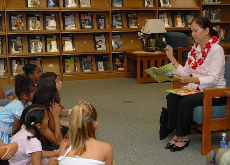 Vivian Aiona, wife of Hawaii Lt. Governor Duke Aiona, reads to elementaty school children at the Hickam Library. (Photo by Oscar Hermandez)