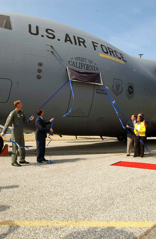 "9 August 2005 –The Air Force Reserve received its first unit-equipped C-17, The Spirit of California, assigned to the 452nd Air Mobility Wing at March Air Reserve Base, Calif.  From left, Brig. Gen. James Rubeor, 452nd Air Mobility Wing commander, Mr. Ron Marcott of Boeing, Rep. Ken Calvert, Maj. Gen. Robert E. Duignan, commander, 4th Air Force and Rep. Juanita Millender-McDonald unveil the ""Spirit of California."" Aug. 9. (US Air Force photo / Tech. Sgt. Thomas P. Dougherty)"