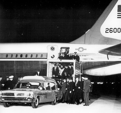 President John F. Kennedy's casket is unloaded from Boeing VC-137C SAM 26000 (Air Force One) after his assassination in Dallas, Texas, in November 1963. (U.S. Air Force photo)