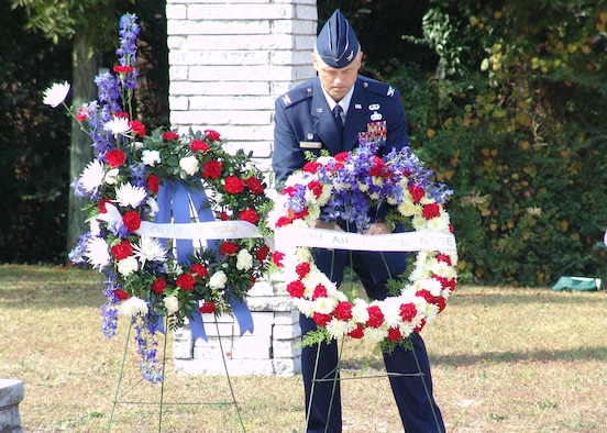 EGLIN AIR FORCE BASE, Fl. -- Col. Eric Pohland, 96th Air Base Wing commander, places a wreath at the Veteran's Memorial during a ceremony at Doolittle Park in Valparaiso Nov. 11. (Photo by Minty Knighton)
