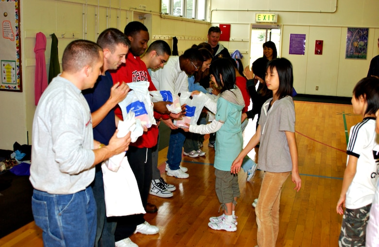 MISAWA AIR BASE, Japan -- Volunteers for a cultural exchange program are presented gifts from Japanese elementary school children at Sollars Elementary School, Oct. 20, 2007. This is the 15th year that the event has taken place. (U.S. Air Force photo by Airman 1st Class Eric Harris)(RELEASED)