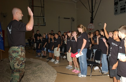 """Capt. Russell """"Bus"""" Callaway, 37th Military Personnel Flight commander at Lackland AFB, Texas, swears in the new Airmen before sending them on their half-day deployment on Aug. 10, 2007. (USAF photo by Alan Boedeker)"""