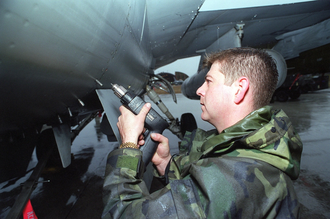 A weapons technician prepares an F-16 Fighting Falcon at Aviano Air Base, Italy, for the next sortie in support of NATO Operation Allied Force, March 27, 1999. (U.S. photo/Senior Airman Mitch Fuqua)