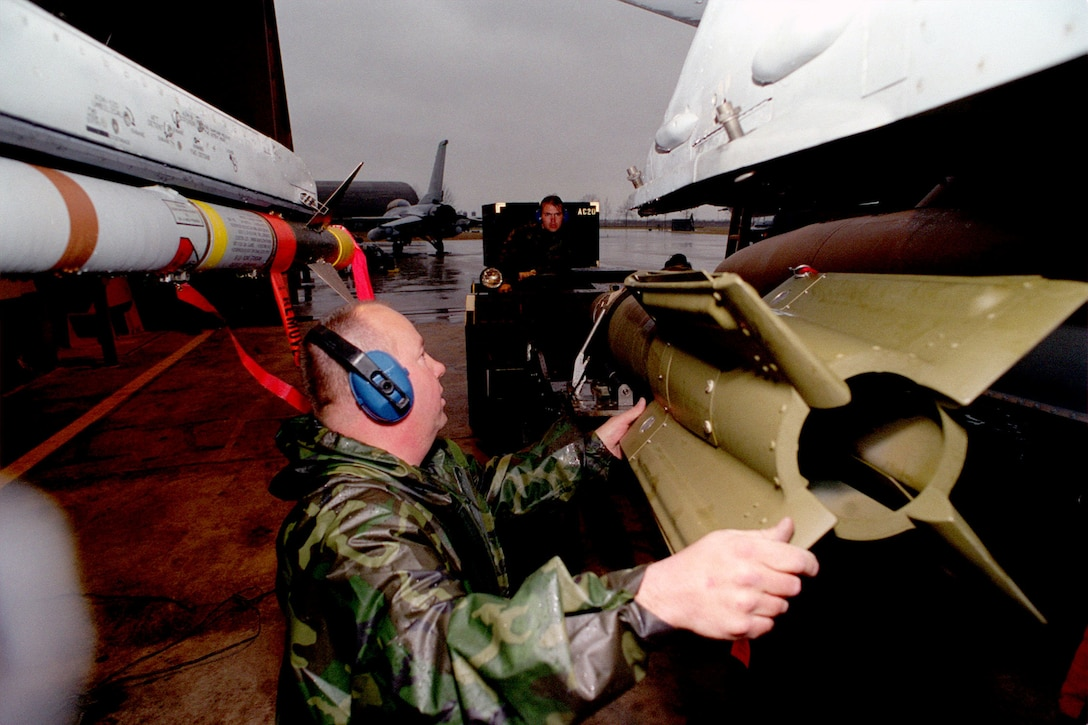A weapons tecnician uploads an F-16 Fighting Falcon at Aviano Air Base, Italy, for the next sortie in support to NATO in the Operation Allied Force, March 27, 1999. (U.S. Air Force photo/Senior Airman Mitch Fuqua)