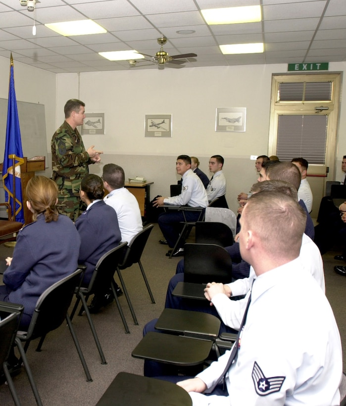 Chief Master Sgt. of the Air Force Gerald R. Murray mentors to students at the Aviano Air Base, Italy, Airman Leadership School. He talked with the students on the importance of professional military education and their future role as supervisors. (U.S. photo/Airman 1st Class Nichole Adamowicz)