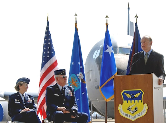 """Ohio Lt. Gov. Lee Fisher expresses his admiration for men and women in uniform during a ceremony Monday at Rickenbacker International Airport, Columbus, Ohio, during which he issued a state proclamation designating Sept. 24-30 as Air Force Heritage Week. Seated far left, Lt. Gen. Terry Gabreski, vice commander of Air Force Materiel Command, spoke during the ceremony about the relevance of Air Force heritage to today's Airmen in serving their fellow citizens. To her left is Maj. Gen Harry """"A.J."""" W. Feucht, Jr. , assistant adjutant general for Air serving as commander, Ohio Air National Guard. Air Force Heritage Week is held in conjunction with the Gathering of Mustangs and Legends this weekend at Rickenbacker International Airport in recognition of the Air Force's 60th anniversary. (Air Force Photo by SSgt Douglas Nicodemus)"""