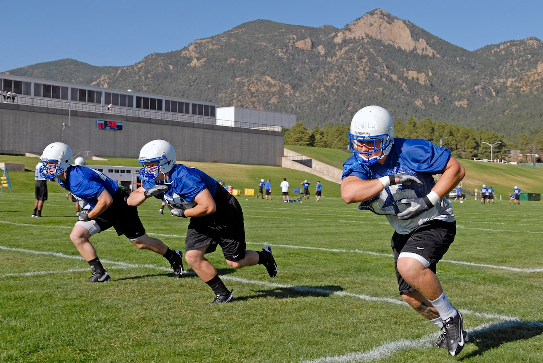 Fullback Cadet 1st Class Todd Newll (25) participates in drills as the Falcons practice in preseason camp July 31 at the U.S. Air Force Academy in Colorado. The Falcons had their best Mountain West Conference record in school history in 2007 with a 9-4 record. (U.S. Air Force photo/Mike Kaplan)