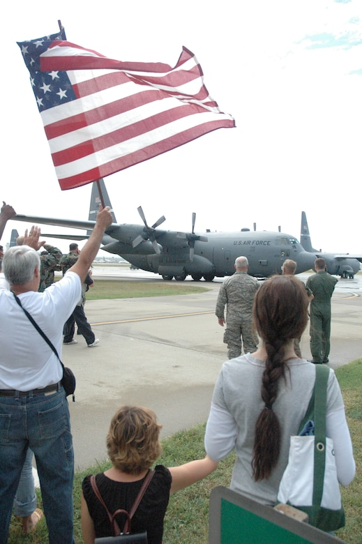 A returning Kentucky C-130 taxies to a stop in front of the maintenance hangar as the crowd cheers.(Capt. Dale Greer/KyANG)