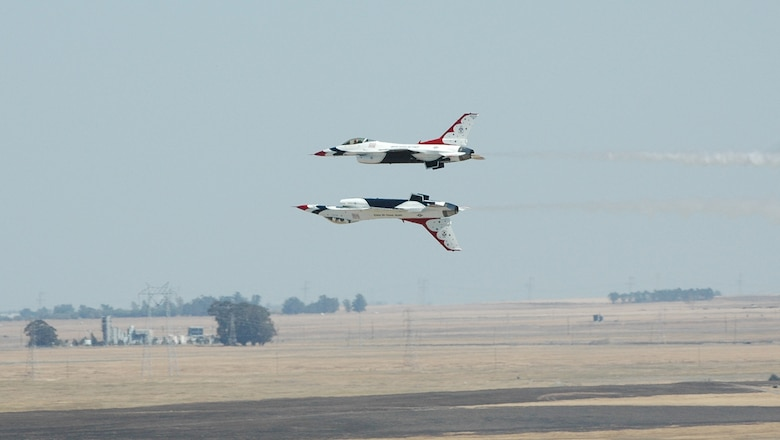 The USAF Thunderbirds, the Air Force's official aerial demonstartion team perform in the skies above Travis Air Force Base, Calif. as part of the 2008 Travis Air Expo, Aug. 30-31. (U.S. Air Force photo/Airman 1st Class Kristen Rohrer)