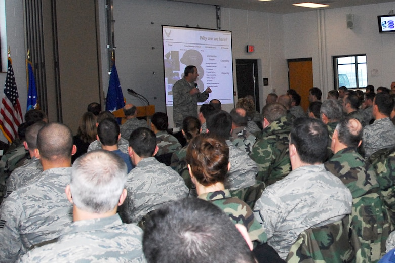 Lt. Gen. Raymond E. Johns Jr. visited Hancock Field ANGB on Wednesday the 17th of December to discuss the unit's future in being the first Air National Guard unit to have the MQ-9 Reaper.