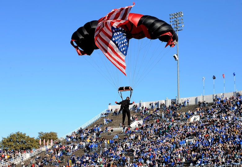 U.S. Army paratroopers deliver the game ball before the Bell Helicopter Armed Forces Bowl game between the U.S. Air Force Academy and the University of Houston Dec. 31 at Amon G. Carter Stadium, Fort Worth, Texas. (U.S. Air Force photo/Staff Sgt. Bennie J. Davis III)
