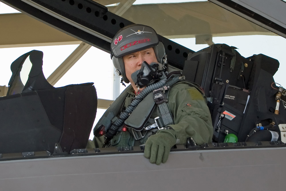 how to become an f 22 pilot