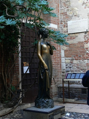 A statue of Giulietta Cappello is located oustide her home, from the 13th century, in Verona. From Kaiserslautern, count on a seven-hour drive to Verona, Italy. For details, visit, www.tourism.verona.it/ (Photo by Monica Mendoza)