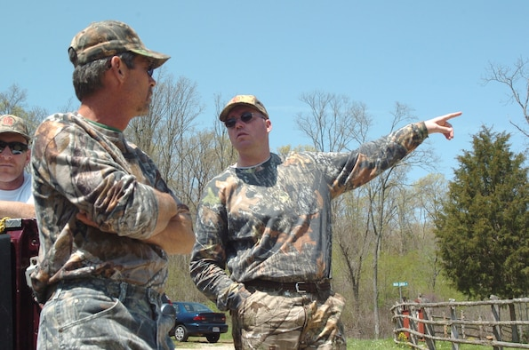 """SCOTT AIR FORCE BASE, Ill. -- 1st Lt. Joe Bogart (right) talks with Camp Hope founder William """"Mike"""" White. Cortesy photo"""
