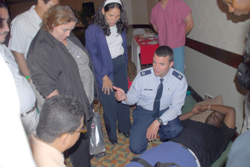 TEGUCIGALPA, Honduras -- Air Force Capt. Dennis Spencer discusses with a group of Honduran doctors and health technicians techniques used in dealing with fractures at a Honduran medical conference July 8 in Teguicigalpa. More than 200 medical professionals from across Honduras attended the course offered by Joint Task Force-Bravo Medical Element. Captain Spencer is deployed from Elmendorf Air Force Base, Alaska.(U.S. Air Force photo by Staff Sgt. Joel Mease)