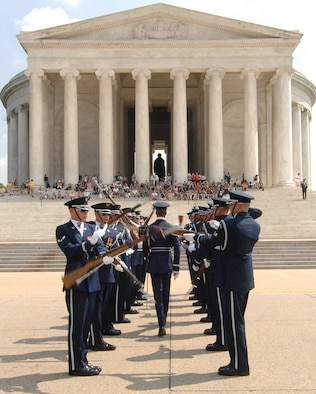 The U.S. Honor Guard Drill Team performs as part of the team's Summer Drill Series July 8 at the Jefferson Memorial in Washington. The team will perform around the National Capitol Region until July 29. For more information about the 2008 performances, logon to www.honorguard.af.mil/drillteam/. (U.S Air Force photo by Senior Airman Alexandre Montes)