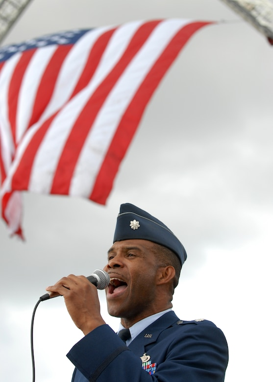 Lt. Col. Ivan Thompson sings the National Anthem at the annual Memorial Day observance at Green Hills Memorial Park in Rolling Hills, May 26. (Photo by Stephen Schester)