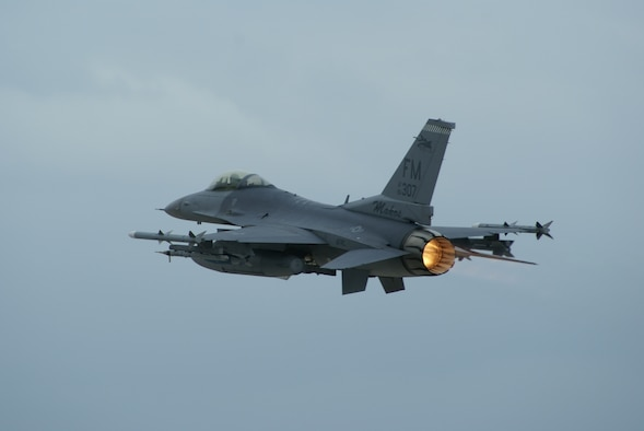 F-16 departs Homestead Air reserve base on Jan. 24, 2008.