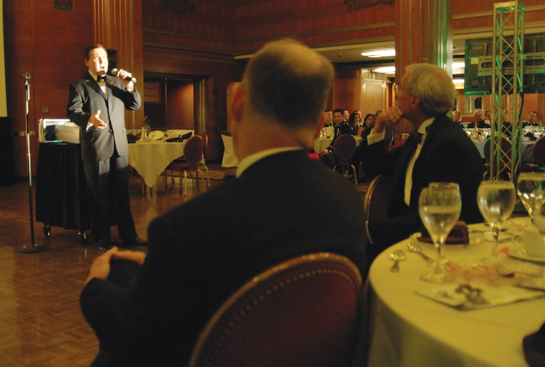 Hollywood entertainer and impersonator, Fred Travalena, captures the audiences attention at the GPS Dining Out. (photo by Joe Juarez)