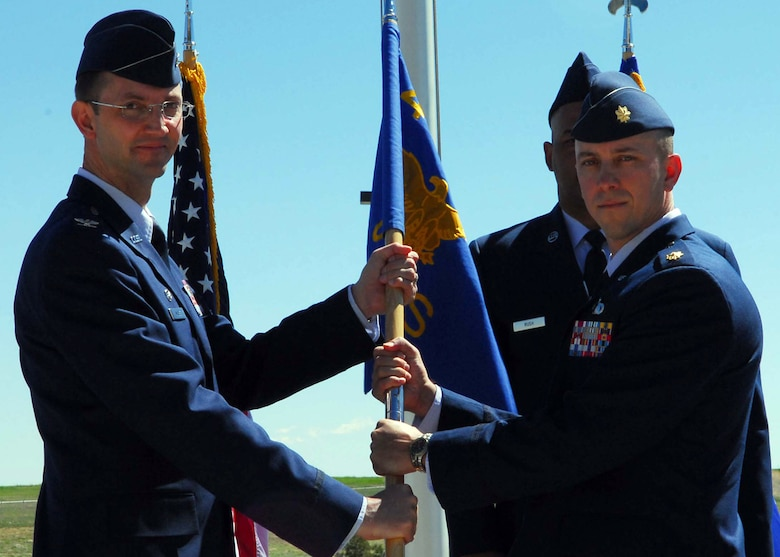 BUCKLEY AIR FORCE BASE, Colo. -- BUCKLEY AIR FORCE BASE, Colo. -- Maj. William Hunter assumes command of the 460th Comptroller Squadron from Col. Wayne McGee, 460th Space Wing commander, in a change of command ceremony here June 6. (U.S. Air Force photo by Airman 1st Class Alex Gouchnour)