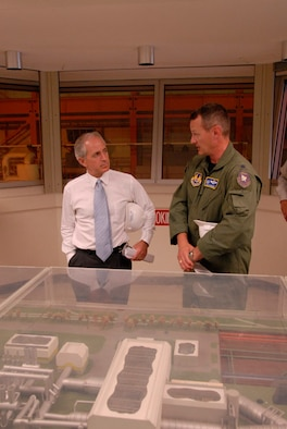 Lt. Col. Dale Parsons, 717th Test Squadron commander, briefs U.S. Sen. Bob Corker on the center's Aeropropulsion Systems Test Facility building on Monday during the senator's tour of Arnold Engineering Development Center. (Photo by David Housch)