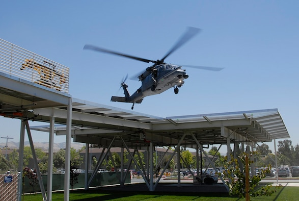 An HH-60G Pave Hawk from the 129th Rescue Wing, Moffett Federal Airfield, Calif. lands at the new helipad at the San Jose Regional Medical Center on June 9, 2008.  The pad has been constructed to withstand the weight of the Pave Hawk. (U.S. Air Force photo by Staff Sgt. Andrew Hughan)