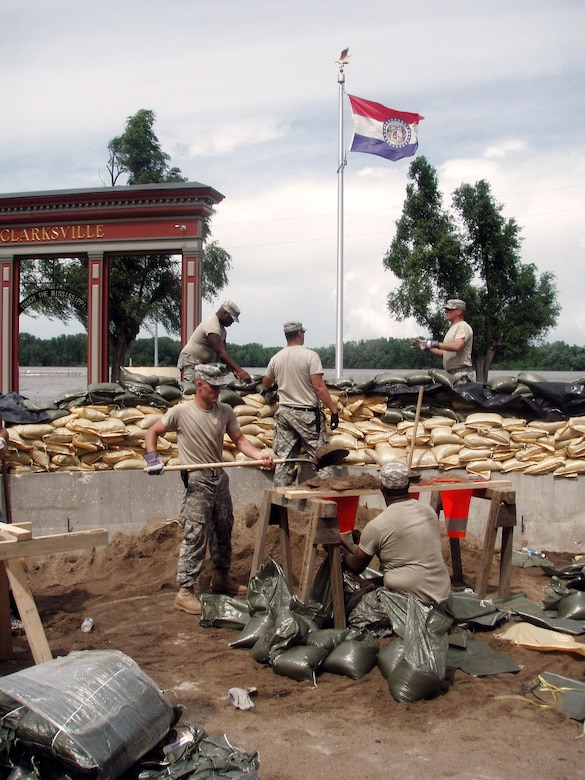 National Guardsmen in two states prepare for flooding > U S