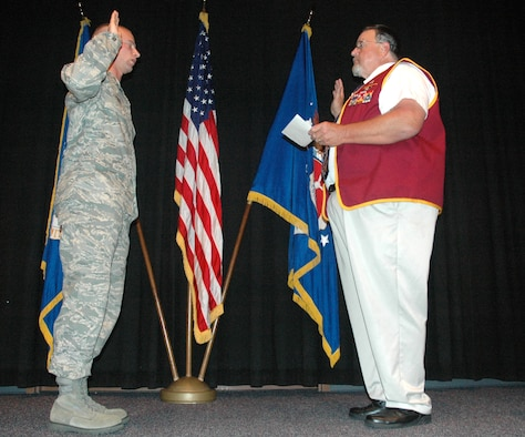 Retired Capt. Bill Robinson administers the oath of enlistment to Master Sgt. Robert Todd, Airey NCO Academy superintendent of plans and programs, during a ceremony at the academey here Monday.  (U.S. Air Force photo/Staff Sgt. Timothy R. Capling)