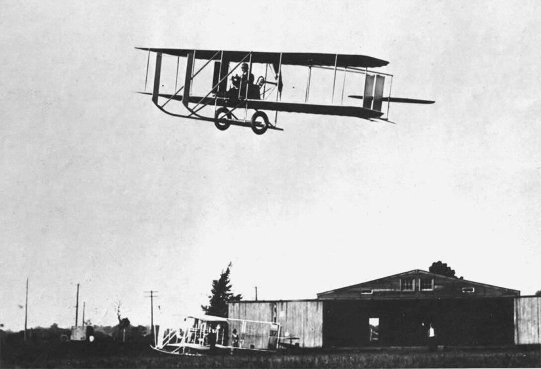 "Wright Model ""E"", quarter view inflight, Simms Station near Dayton, Ohio, 1913. (10479 A.S.)"