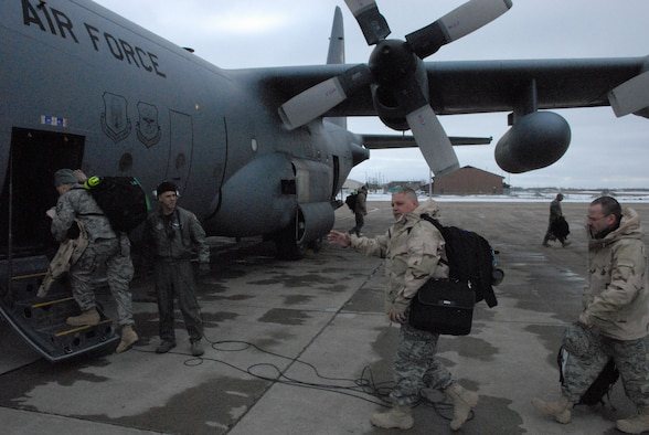 NIAGARA FALLS ARS, N.Y. -- Nearly two dozen reservists of the 914th Civil Engineer Squadron departed Niagara for a deployment in support of Operation Enduring Freedom.  (U.S. Air Force photo / Airman Andrew Caya)