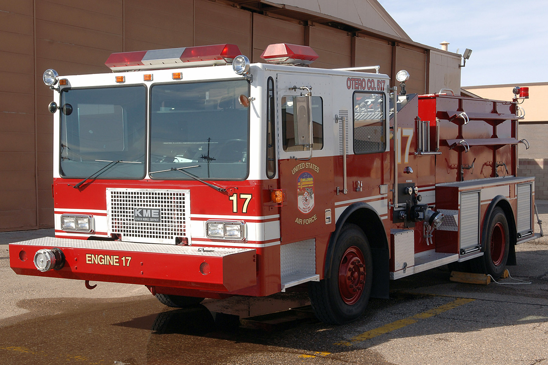 Holloman units combine to refurbish fire truck > U.S. Air ...