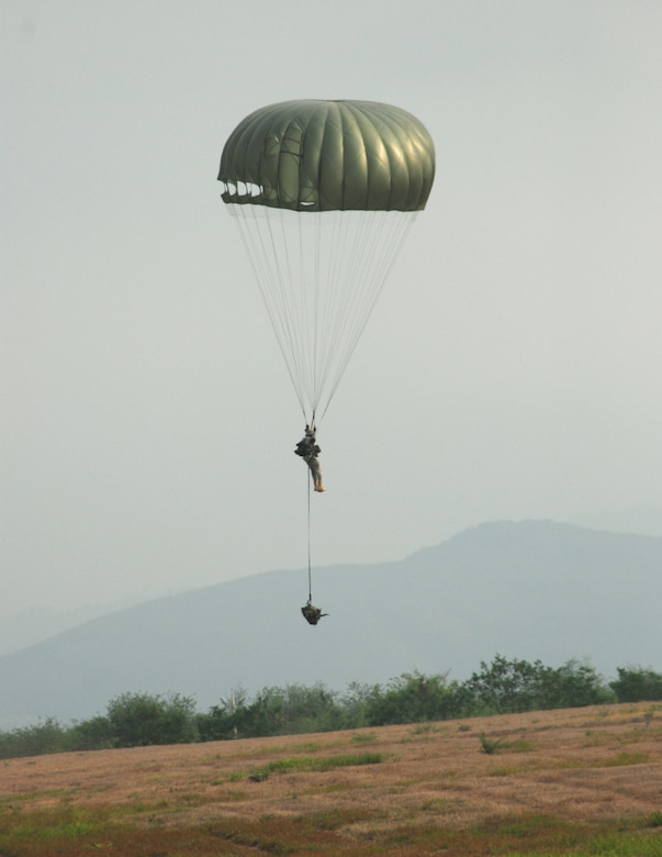 A U.S. soldier from the 509th Airborne Battalion floats to the ground during the combined jump with Honduran soldiers April 30. The Ft. Polk, La., unit was in Honduras for a Key Leader Exchange to help prepare Honduran soldiers for an upcoming multi-national exercise. (U.S. Air Force photo by Tech. Sgt. John Asselin)