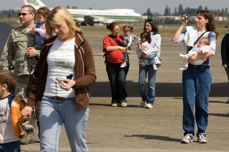 A group of McChord families head for a waiting bus following their tour of the aircraft.